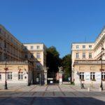 クラジンスキ宮殿。ショパンは南館(左側)に住んだ。