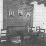両親とショパンの肖像画が飾られた,生家内の母の部屋。